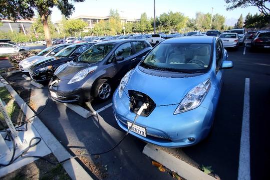 全球新能源汽车追访 _ 经济参考网 _ 新华社《经济报