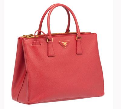 """米兰/Prada在米兰开了第一家新店后,便命名了这个系列的手袋为""""..."""